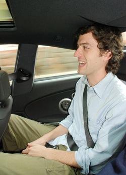 A szerző egy 2007-es BMW 635d jobb hátsó ülésen, kényelmetlenül. Fotó: Csikós Zsolt