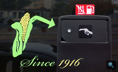 Kukorica-embléma a Scania Omnilink E95 busz tanksapkája mellett. Fotó: Égő Ákos
