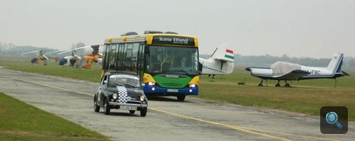 Scania Omnilink E95 busz a nyíregyházi repülőtéren. Fotó: Égő Ákos