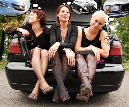 A szerző és barátai autókon gondolkoznak