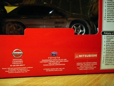 Tesco Super Drifter doboza, a licencelt autók emblémáival