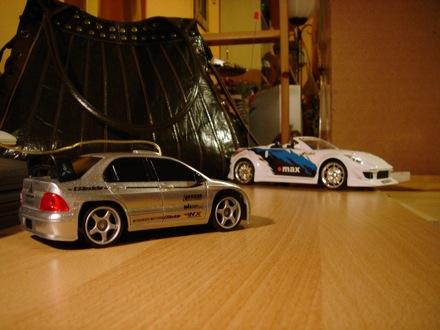 A szerző Tesco Drifter és Nismo 350Z Roadster távirányítós autói