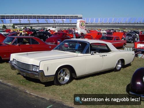 Fehér, 1966-os Lincoln Continental. Fotó: islander78