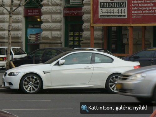 Fehér BMW E92 M3 a Bajcsy-Zsilinszky út és a Révay utca sarkán. Fotó: I\\/I4R[ł