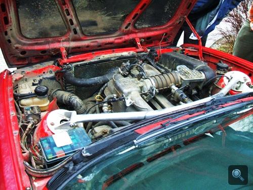 Az M30 motor Zita BMW E30 318i-jében. Fotó: Tommi