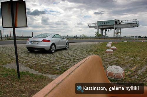 Audi TT kupé a bősi gát előtt. Fotó: Balázs Viktor