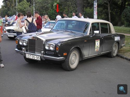 A szerző egy Austin-Healey 3000-et bámul a 2006-os Budapest Classic Grand Prix-n. Fotó: camell429