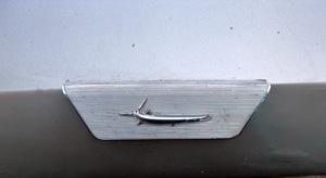 Plymouth Barracuda emblémája