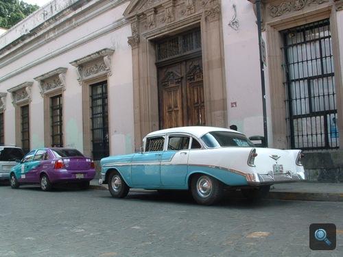 Babakék Chevrolet Bel Air Mexikóvárosban