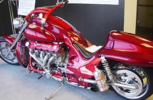 Viper-motoros Boss Hoss motorbicikli. Forrás: Phoenix Bikers