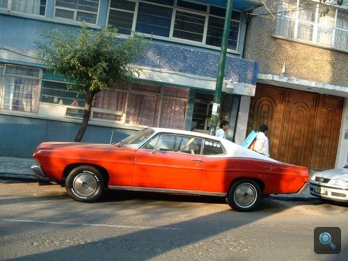 1968-as Ford Galaxie oldalról, Mexikóvárosban