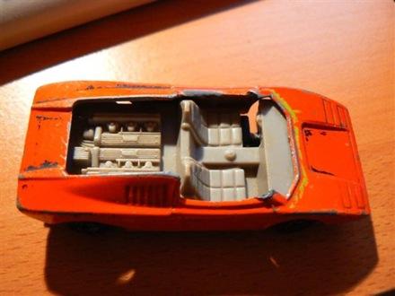 Leflexelt tetejű 1973-as Lamborghini Countach Matchbox. Fotó: Viktor