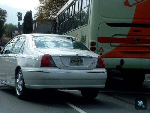 Fehér Rover 75 Mexikóvárosban