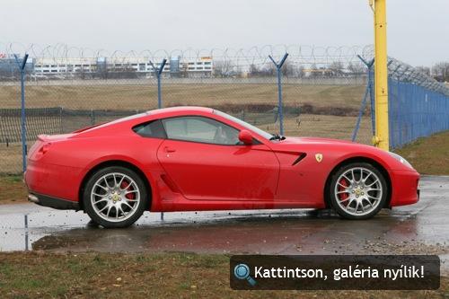 Piros Ferrari 599 GTB. Fotó: AlieN