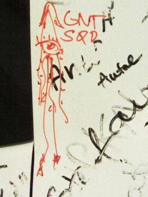 A szerző rajza egy óriás tintahalról egy Fiat 500-on. Fotó: Nati