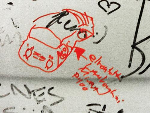 A szerző iszonyú béna rajza egy Lamborghini Miura P400-ról egy Fiat 500-on. Fotó: Nati