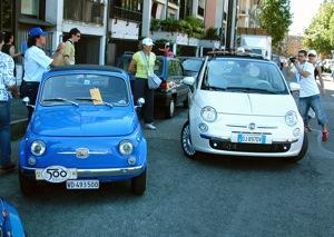 Régi és új Fiat 500 az autó olaszországi bemutatóján. Fotó: Péter Anna