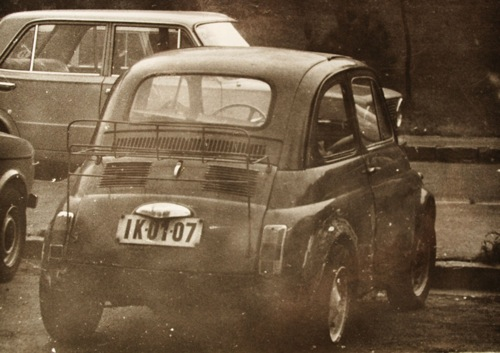 Csikós Zsolt Fiat 500-a, iszonyú lakatosmunkával a sárvédőn