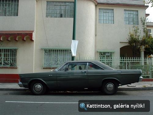 1966-os Ford Galaxie oldalról