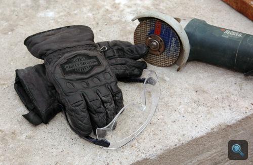Felszerelés flexeléshez: kesztyű, védőszemüveg és flex