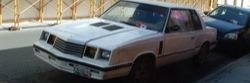 Fehér Chrysler LeBaron Mexikóvárosban