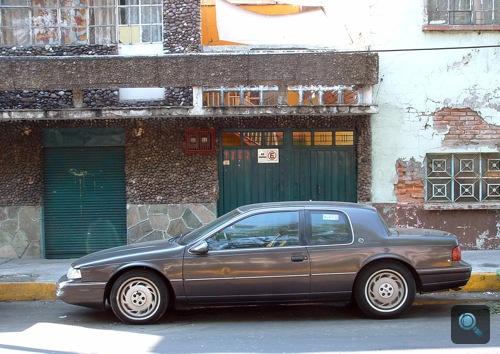 Szürke Ford Cougar Mexikóvárosban