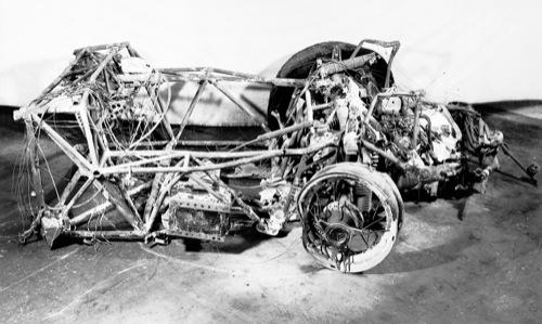Pierre Levegh Mercedes-Benz 300SLR versenyautójának maradványai az 1955-ös Le Mans-i katasztrófa után. Forrás: Mercedes-Benz