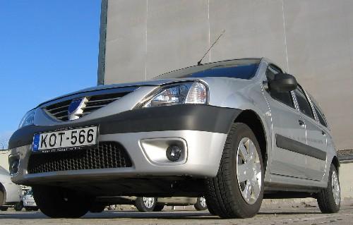 A Dacia Logan MCV szemből