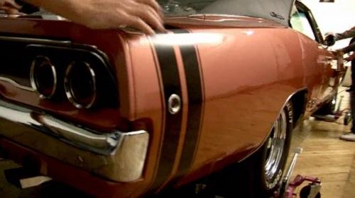 Második generációs Dodge Charger feneke a Louis Vuitton 2008 tavaszi-nyári kampányában. Forrás: Louis Vuitton