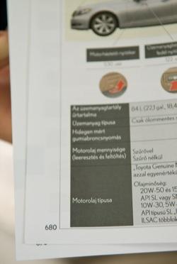 A Lexus LS600hL 800 oldalas kézikönyvéből a hatszáznyolcvanadik. Fotó: Fenyő Balázs