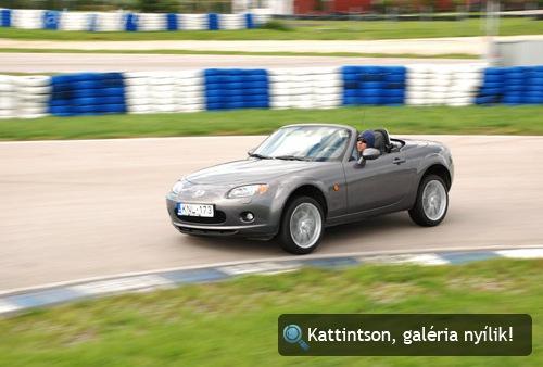 Kari a keménytetős Mazda MX-5-tel az Euroringen. Fotó: Csikós Zsolt