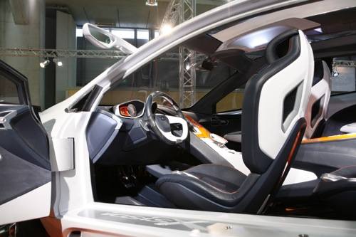 Ford Iosis tanulmányautó a bécsi autókiállításon. Forrás: Vienna Autoshow 2008