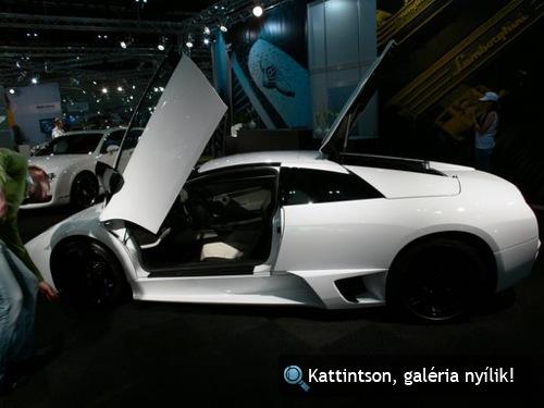 Fehér Lamborghini Murciélago LP640 a bécsi autókiállításon. Fotó: ozy