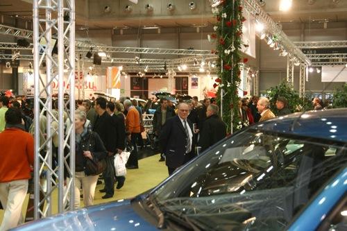 Emberek a bécsi autókiállításon. Forrás: Vienna Autoshow 2008