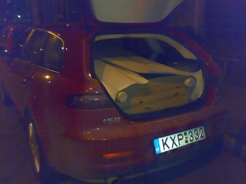 Alfa Romeo 159 SW a belepakolt szekrénnyel