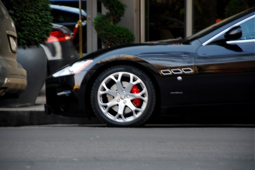 Maserati GranTurismo a Kempinski szálloda előtt