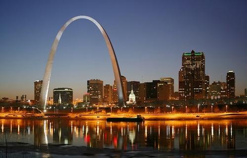 A St. Louis Arch éjszaka. Fotó: Daniel Schwen