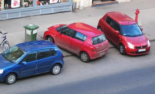 Szabálytalanul parkoló Suzuki az Árpád úton