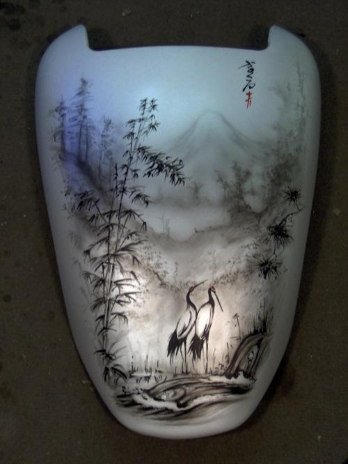 A szerző V-Maxának új, Művész Zoli-festette tankja