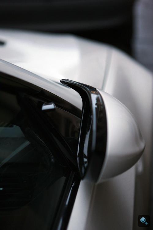Fehér BMW E92 M3 kopoltyúja. Fotó: Handrás