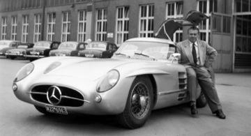 Rudolf Uhlenhaut és a Mercedes-Benz 300SLR Uhlenhaut kupé. Forrás: Wikipédia