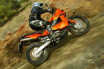 KTM 950 Adventure: völgyvidéken és hegygerincen át