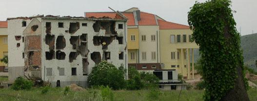 A bosnyák házak fele romos