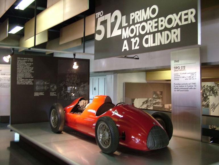 A legendás Tipo 512. A feliratot nem szükséges lefordítani