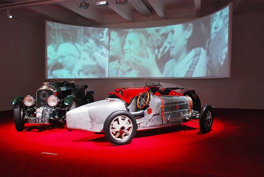 Balra a Bentley, középen a Bugatti, hátul az Alfa Romeo