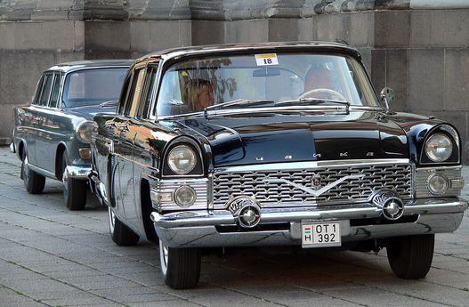 Keleti és nyugati luxus: Csajka és Mercedes
