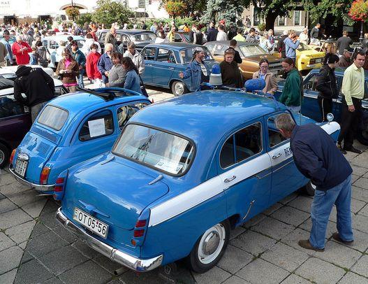 Kis kékségek: rendőrségi Moszkvics és Fiat 500