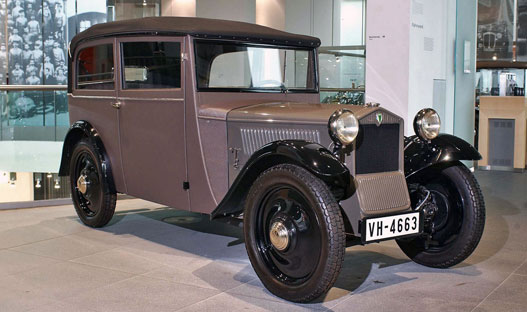 DKW Front, a harmincas elejének a Trabantja. Egyébként a Trabant is DKW-technika volt