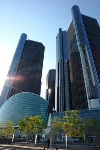 Impozáns épület a GeneralMotors Renaissance Center,de a cég részvényei épp fabatkátse érnek