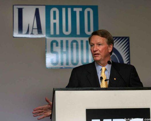 Rick Wagoner, a GM főnöke. Térdenállva könyörögnek az állami segítségért